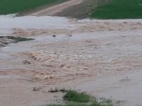 YARıMCA - Kızıltepe'de Tarlalar Su Altında Kaldı