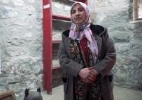 FENOMEN - Konuşmasına Fransızca Başlayıp Türkçe Bitiren Karslı Kadın Fenomen Oldu