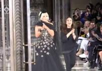 AJDA PEKKAN - Londra Moda Haftası'nda Ajda Pekkan Rüzgarı