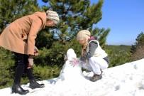 HAVA SICAKLIĞI - Muğla'da Bir Günde Hem Kar Hem De Deniz Keyfi