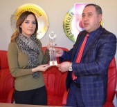 NAZLI ÇELİK - Nazlı Çelik'e 'En İyi Kadın Spiker' Ödülü
