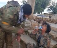 ÖZGÜR SURİYE - ÖSO Askeri Esir Aldığı YPG'li Teröriste Su Verdi