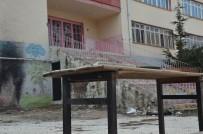 DEPREM RİSKİ - Şehidin Adını Taşıyan Okul Arsa Meselesi Yüzünden Açılamıyor