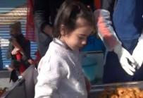 ÖZEL HAREKATÇI - Şehit Kızı, Afrin Şehitleri İçin Lokma Dağıttı