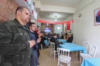 KAHVEHANE - Afişi Gören Kahvehaneye Akın Etti