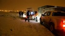 YAŞAR ERYıLMAZ - Ağrı'da Hasta Almaya Giden Ambulans Kara Saplandı