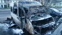 YANGINA MÜDAHALE - Almanya'da Diyanet'e Ait Araç Yandı