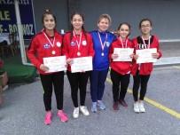 BADMINTON - Badminton'da Manisa Büyükşehir Belediyespor'un Yıldızı Parladı