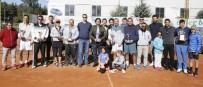 TENİS TURNUVASI - Büyükşehir, Teniste Yetişkin Gençleri Buluşturdu