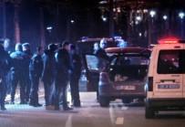 ZIRHLI ARAÇLAR - Cumhurbaşkanlığı Külliyesi Önündeki Dubaları Aşan Alkollü Sürücü Bariyerlere Çarptı