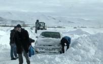BOĞULMA TEHLİKESİ - Doğu Anadolu'da Kar Ve Tipi Hayatı Felç Etti