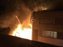 GECEKONDU - Fatih'te Korkutan Gecekondu Yangını
