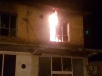 MADDE BAĞIMLISI - Metruk Binada Çıkan Yangın Korkuttu