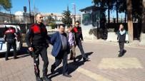 BAHÇECIK - Silahını Çöpe Atan Şahıslar Polisten Kaçamadı