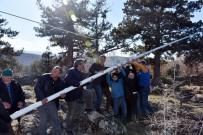 TÜRK ORDUSU - Tosya'nın En Yüksek Tepesine 15 Metre Uzunluğunda Bayrak Direği Diken Köylüler Gönlere Türk Bayrağı Çektiler