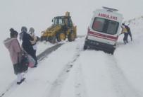 MAHSUR KALDI - Van Büyükşehir'den Karla Mücadele Çalışması