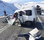 KARAKALE - Yolcu Otobüsüyle Hafif Ticari Araç Çarpıştı Açıklaması 2 Ölü, 4 Yaralı