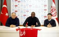 LEEDS UNITED - Antalyaspor'un Yeni Transferi Doukara İmzayı Attı