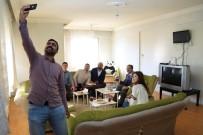 HÜSEYIN YıLMAZ - Başkan Cahan, Öğrencilerin Sosyal Medyadan Yaptığı Davetini Geri Çevirmedi