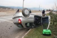GİZLİ BUZLANMA - Bilecik'te Otomobil Takla Attı Açıklaması 2 Yaralı