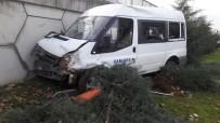 GIRESUN ÜNIVERSITESI - Giresun'da Kontrolden Çıkan Minibüs Viyadük Duvarına Çarptı Açıklaması 2 Yaralı