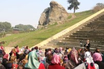ÇANAKKALE ŞEHITLERI - Kadınlar Manisa'yı Gezdi