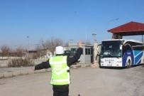 TRAFİK POLİSİ - Polisten Kemer Uyarısı