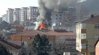 AMATÖR KAMERA - Sultanbeyli'de Binanın Çatı Katı Alev Alev Yandı