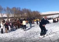 ÇıLDıR GÖLÜ - Buz Tutan Çıldır Gölünde Sörf Keyfi