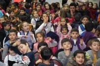 ÇOCUK TİYATROSU - Dursunbey'de 'Pişman Patiler' Oyununa Yoğun İlgi