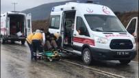 SADETTİN BİLGİÇ - Isparta'da Trafik Kazası Açıklaması 2 Yaralı