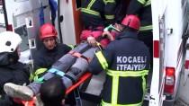 AİLE SAĞLIĞI MERKEZİ - Kocaeli'de Yokuştan İnen Kamyonet Kontrolden Çıktı Açıklaması 5 Yaralı