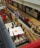 KREDİ KARTI BORCU - Kredi Kartı Borcu Yüzünden AVM'de Korku Dolu Anlar Yaşattı