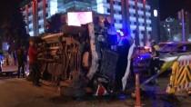 SAĞLIK GÖREVLİSİ - Otomobille Çarpışan Ambulans Devrildi Açıklaması 5 Yaralı