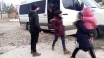 GÖÇMEN KAÇAKÇILIĞI - Sivas'ta 20 Kaçak Göçmen Yakalandı