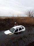 OSMAN ATEŞ - Su Dolu Tahliye Kanalına Uçan Sürücüyü İtfaiye Kurtardı