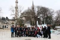 EYÜP SULTAN CAMİİ - Avustralyalı Türk Asıllı Öğrenciler Eyüpsultan'ı Gezdi