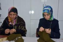 SEVINDIK - Bingöllü Kadınlar, Mehmetçik İçin Ördü
