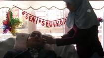 EVLİLİK YILDÖNÜMÜ - Evde Sağlık Hizmeti Gören Hastaya Evlilik Yıl Dönümü Sürprizi