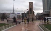 TAKSIM - İranlı Turist Taksim'de Kendini Yakmaya Kalktı