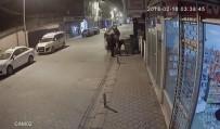 RÖGAR KAPAĞI - Karton Toplayan Hırsızlar Rögar Kapağını Çaldı
