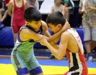 ÖMER YıLMAZ - Manisa'da Okullar Arası Yıldızlar Güreş Müsabakaları