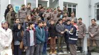 TRAFİK KURALLARI - Öğrenciler Asker Ağabeylerini Unutmadı