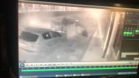 METRO İSTASYONU - Kontrolden Çıkan Otomobil Caddede Yürüyen Yayaya Ve 3 Araca Çarptı, O Anlar Güvenlik Kamerasına Yansıdı