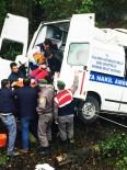 HASTA YAKINI - Hasta Nakil Aracı Kaza Yaptı