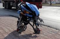 PİRİ REİS - Karşıdan Karşıya Geçmek İsteyen Anne Ve 2 Yaşındaki Çocuğu Kazada Ağır Yaralandı