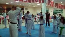 OKUL BİNASI - Minik Karatecilerden Mehmetçik'e Destek