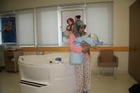 ANNE ADAYLARI - Şehir Hastanelerindeki İlk Suda Doğum Pilot İl Isparta'da Gerçekleştirildi