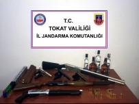 SAHTE RAKı - Tokat'ta Silah Kaçakçılarına Yönelik Operasyon
