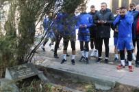 TAKIM OTOBÜSÜ - Trafik Kazasında Hayatını Kaybeden Futbolcular Mezarları Başında Anıldı